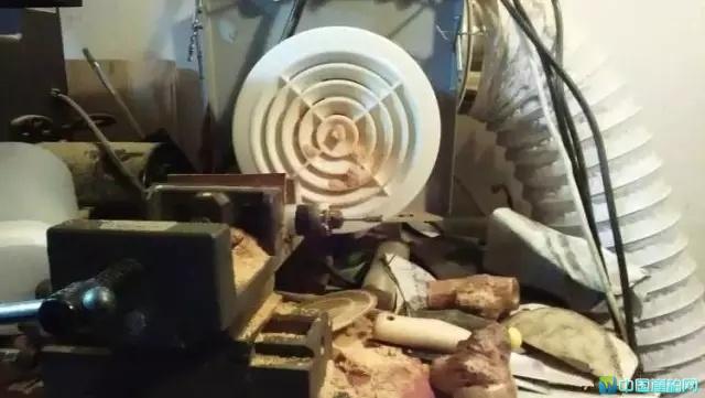 千万别用电磨,钻速太快,崖柏油性很大,瞬间高温太伤珠子了,而且效果很不好。