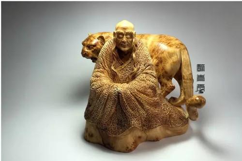 崖柏豹子雕刻大师:醉青云