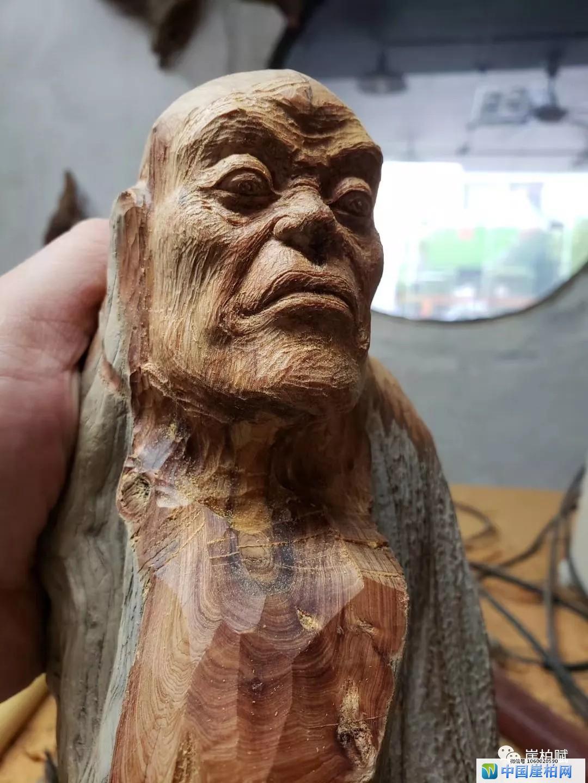 崖柏机雕和手雕的区别