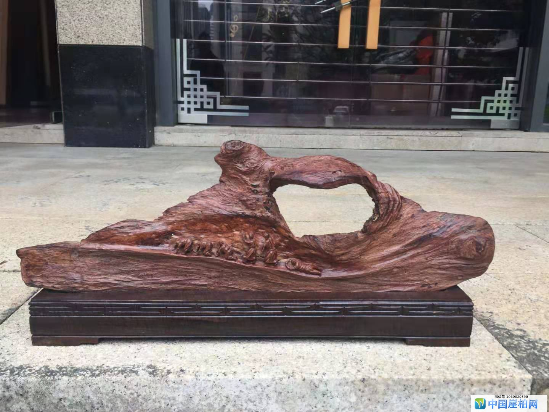 赏析梁镇师的根雕作品《朝圣路上》