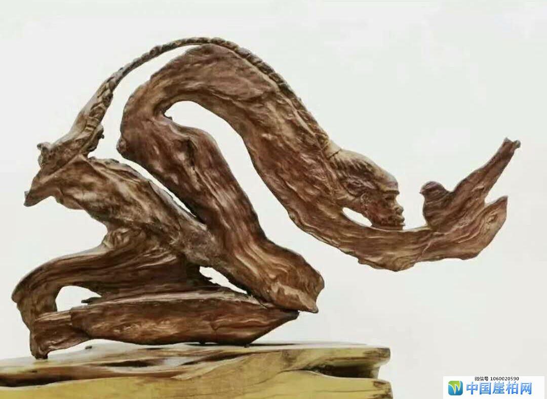 崖柏根雕作品《敬畏》
