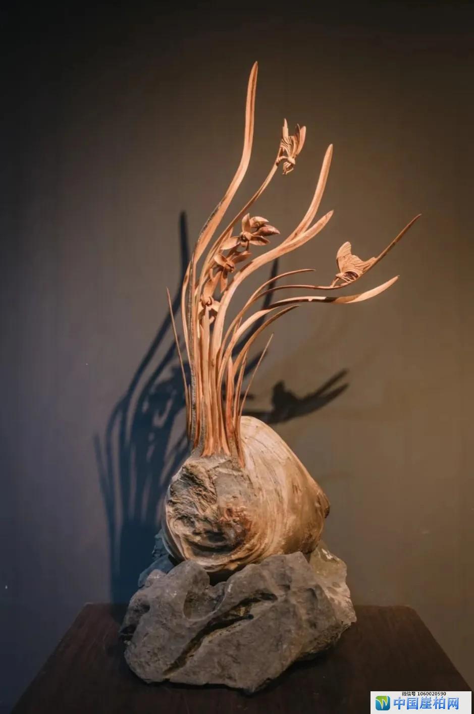 根艺师叶小明和他的木雕兰花