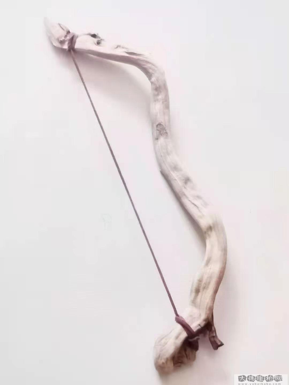 《中国弓》 崖柏作品 高32厘米 重150克