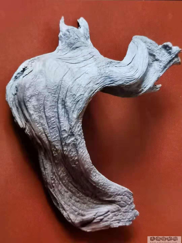《拂袖而去》崖柏作品  高19厘米   重200克