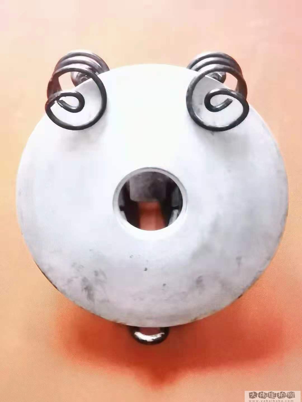 《目瞪口呆》电饭煲电热盘 :自行車座弹簧组合作品   高20厘米  重450克